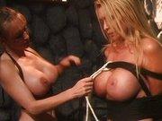 Lesben Mistress quält die Sex Sklavin
